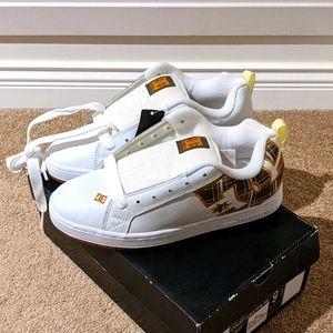 Nwt DC Court Graffik SE sneakers